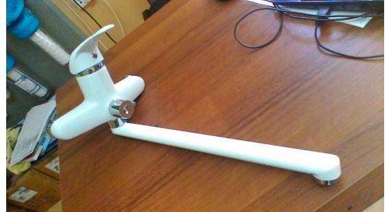 Смеситель белый для ванной Cristal  photo1