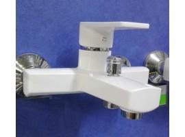 Пластиковый смеситель для ванны Brinex