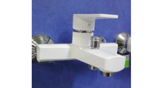 Пластиковый смеситель для ванны Brinex photo1