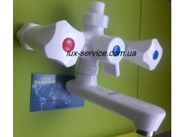 Пластиковый смеситель для ванны  Perfekt Con 10